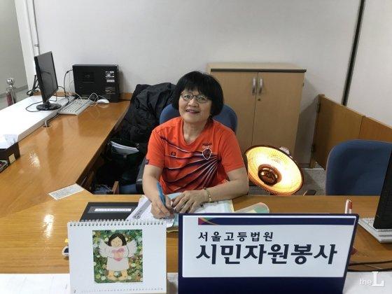 서울고등법원에서 12년째 봉사활동을 하고 있는 김애자씨./사진=안채원 인턴기자