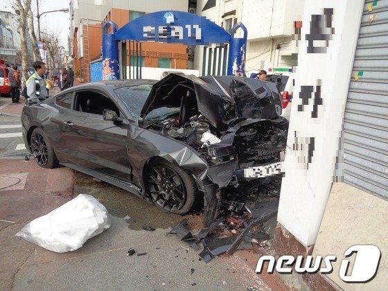 차가 중앙선을 침범해 반대편 인도로 돌진한 모습/사진제공=대전지방경찰청