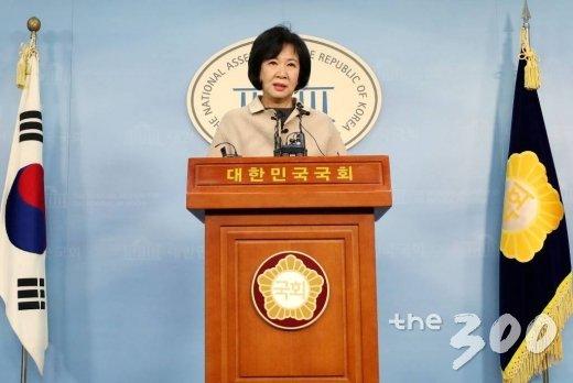 목포 부동산 투기의혹을 받고있는 손혜원 의원이 20일 오전 서울 여의도 국회에서 기자회견을 갖고 있다.