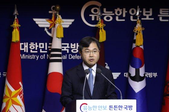 이남우 국방부 인사복지실장이 지난해 12월 28일 오전 서울 용산구 국방부 브리핑룸에서 '대체역의 편입 및 복무 등에 관한 법률안'을 발표하고 있는 모습 / 사진 = 뉴스1