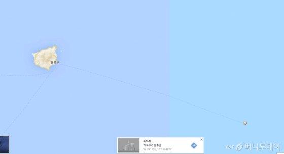 구글맵으로 울릉도와 독도를 찍은 사진. 실제 독도지역을 클릭해서 표시하지 않으면 울릉도를 확대해도 독도가 보기 쉽지 않다. /사진=구글 캡쳐
