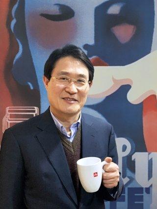 신봉환 커피사업 총괄사장/사진제공=큐로에프앤비