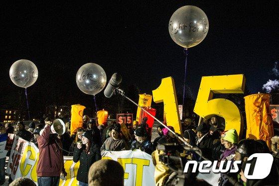 15딸라 시위 © AFP=뉴스1