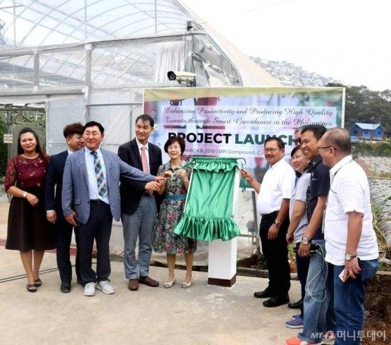 지난 8일 필리핀 바기오시 식물산업국에서 한국,필리핀 양국 관계자 400여명이 참석한 가운데 한국형스마트팜인 '필리핀 토마토 시설팜' 개막식이 열렸다./사진=EPIS