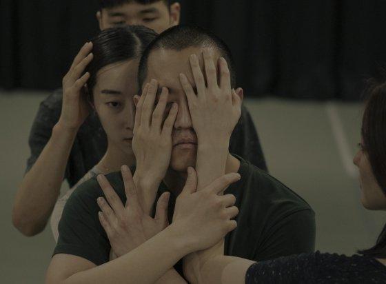 정지윤 안무가의 작품 '사이' 연습 장면. /사진제공=LDP<br />