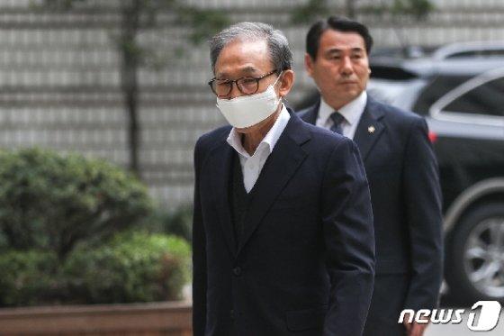 [사진] 법정 향하는 이명박 전 대통령