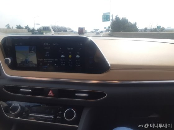 현대차의 신형 쏘나타 내부 모습. /사진=이건희 기자