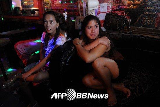 """""""남자만 오세요""""… 북적이는 필리핀 섹스 관광지"""