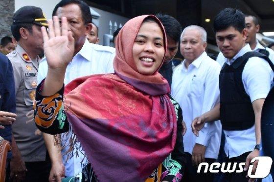 흐엉과 함께 김정남을 살해한 혐의로 재판을 받던 중 지난 3월11일 석방된 인도네시아 국적의 시티 아이샤. © AFP=뉴스1