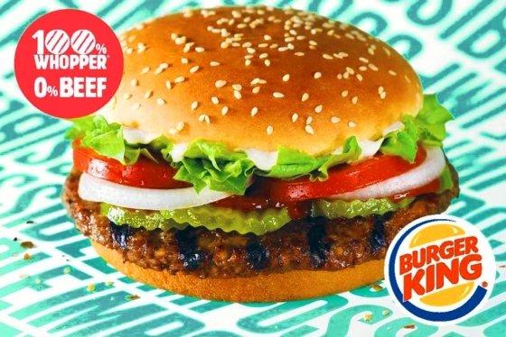 패트스푸드 업체 버거킹이 대체육류를 이용해 만든 '임파서블 와퍼' 햄버거. 버거킹은 1일(현지시간)부터 미국 내 일부 매장에서 임파서블 와퍼 판매를 시작했으며, 소비자 반응을 살펴 미국 전역으로 확대할 계획이다. /사진=버거킹