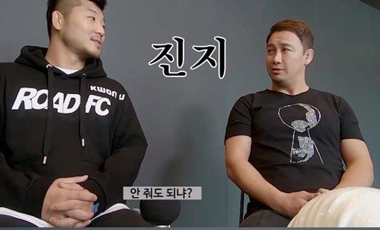 권아솔(왼쪽)-정문홍 전 대표.  /사진=로드FC