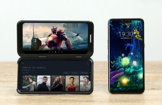 LG V50 씽큐에 듀얼 스크린 장착한 모습 /사진=LG전자