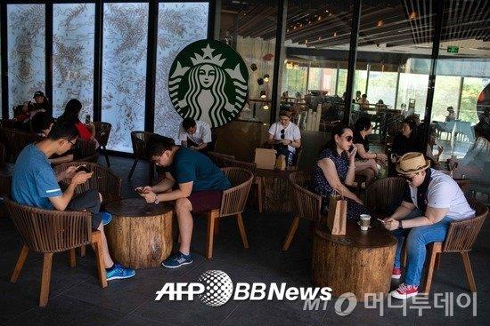 중국 수도 베이징의 한 스타벅스 매장. /AFPBBNews=뉴스1