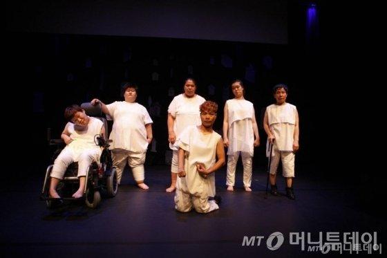 장애여성극단 '춤추는 허리' /사진=장애여성공감