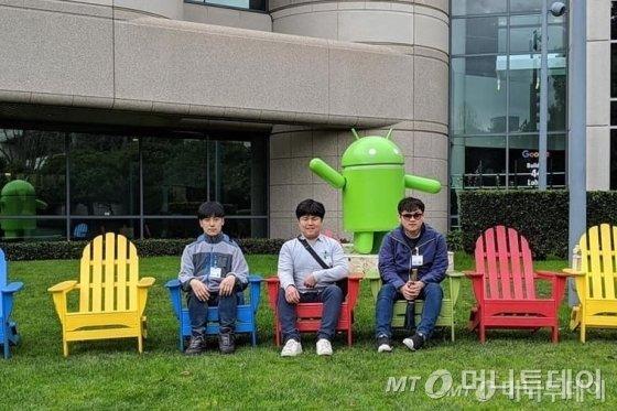 (왼쪽부터)박준범·류창동·안제영씨가 미국 샌프란시스코에 있는 구글 본사에 여행간 모습. /사진제공=류창동씨