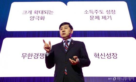 구윤철 기획재정부 제2차관이 25일 여의도 콘래드 서울에서 열린 머니투데이미디어 글로벌 콘퍼런스 2019 키플랫폼(K.E.Y. PLATFORM)에서 '한국 경제 미래, 신시장에 있다' 기조특강을 하고 있다. / 사진=이기범 기자 leekb@