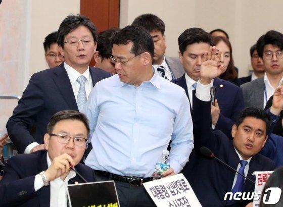 임재훈 바른미래당 의원이 26일 서울 여의도 국회에서 열린 사개특위회의에서 발언을 마치고 이석하고 있다. / 사진제공=뉴스1