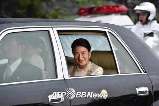 마사코 새 일본 왕비가 1일(현지시간) 나루히토 새 일왕 즉위식이 열리는 도쿄의 왕궁에 도착하고 있다. /AFPBBNews=뉴스1