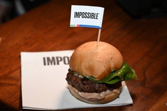 식물성 고기를 만드는 임파서블푸드가 3억달러(약 3560억원) 규모의 자금을 조달했다. 기업가치는 한달 새 66% 뛰었다. /사진=AFP