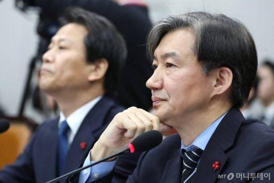 조국 청와대 민정수석이 지난해 12월 31일 서울 여의도 국회에서 열린 운영위원회 전체회의에서 의원들의 질의를 듣고 있다. /사진=이기범 기자