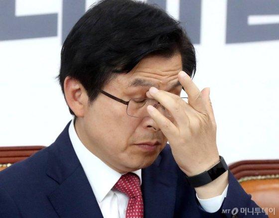 황교안 자유한국당 대표가 16일 오후 서울 여의도 국회에서 열린 최고위원회의에서 생각에 잠겨 있다. / 사진=홍봉진 기자 honggga@