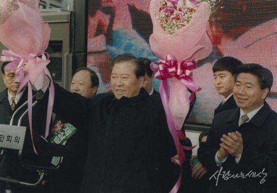 1997년 12월27일 김대중 대통령 당선자와 함께/사진=사람사는세상 노무현재단