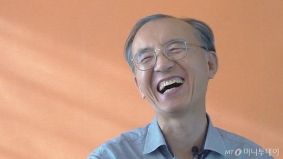 지난 2일 박일환 전 대법관(68)이 인터뷰 도중 활짝 웃고 있다. /사진=김소영 기자