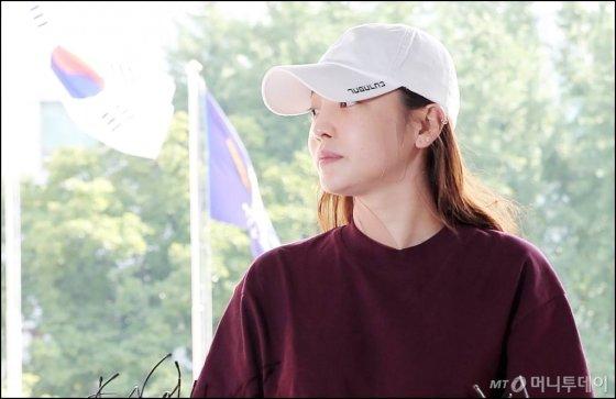 가수 구하라가 지난해 9월18일 오후 서울 강남경찰서에서 전 남자친구 폭행 혐의조사를 받기 위해 출석하고 있다./ 사진=김창현 기자