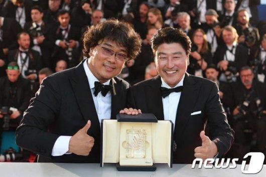 봉준호 감독과 배우 송강호./사진=뉴스1