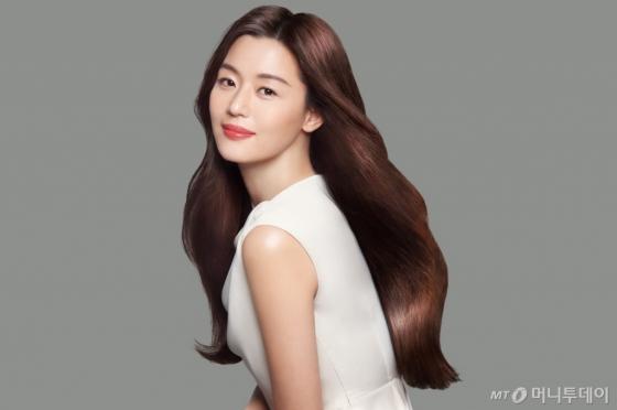 배우 전지현 /사진제공=LG생활건강 엘라스틴