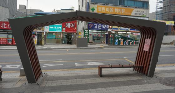 코리아텍-천안시, 공동 제작한 버스 승강장 설치