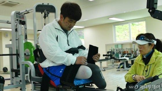 지난 2015년 8월4일 하사로 군복무하던 시절, 북한의 '목함지뢰'사건으로 두 다리를 잃은 하재헌씨(25). 전역 후 장애인 조정 국가대표 선수로 제2의 인생을 꿈꾼다. /사진=이상봉 기자