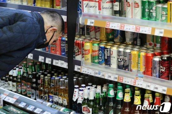 서울의 한 대형마트 맥주판매 코너. /사진=뉴스1