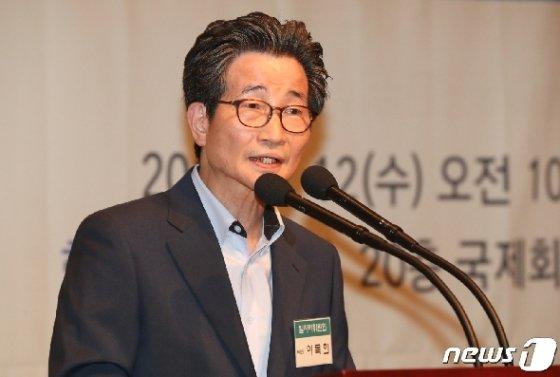 [사진] 우분투재단 출범 축하하는 이목희 부위원장
