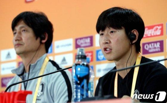(우치(폴란드)=뉴스1) 박정호 기자 = U-20 축구대표팀 이강인 선수가 14일 오후(한국시간) 폴란드 우치 스타디움에서 열린 공식 기자회견에서 취재진의 질문에 답하고 있다. 한국 남자축구 사상 첫 국제축구연맹(FIFA) 주관 대회 결승 진출이라는 새로운 역사를 쓴 U-20 축구대표팀은 오는 16일 폴란드 우치에서 우크라이나와 우승컵을 두고 결전을 치른다. 2019.6.14/뉴스1 가  <저작권자 © 뉴스1코리아, 무단전재 및 재배포 금지>