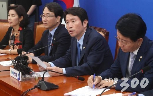 더불어민주당 이인영 원내대표가 13일 오전 서울 여의도 국회에서 열린 정책조정회의에서 발언하고 있다. / 사진=홍봉진 기자 honggga@