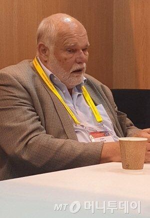 유르겐 브라운 교수