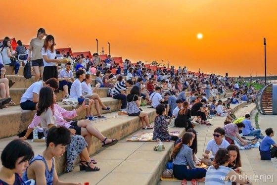 한강몽땅 축제를 즐기고 있는 사진 / 사진=서울시
