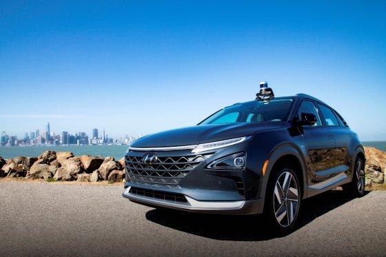 2019년 6월 13일 현대·기아차는 사업 파트너사인 미국 자율주행업체 '오로라'에 전략 투자하고, 조기 자율주행 시스템 상용화를 위한 상호 협력을 더욱 강화하기로 했다. 사진은 오로라의 첨단 자율주행시스템인 '오로라 드라이버(Aurora Driver)'가 장착된 현대차의 수소 전기차 넥쏘./사진제공=현대·기아차