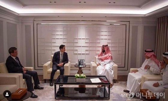 정기선 현대중공업 부사장이 지난 26일 방한한 무함마드 빈 살만 사우디아라비아 왕세자와 서울 시내 한 호텔에서 단독면담을 했다. /출처=사우디아라비아 공식 SNS(사회관계망서비스)