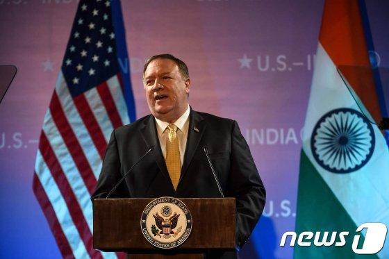 (뉴델리 AFP=뉴스1) 우동명 기자 = 마이크 폼페이오 미국 국무장관이 26일(현지시간) 뉴델리에서 미국 대사관이 주최한 인도 정책 관련 행사에서 연설을 하고 있다.  &copy; AFP=뉴스1  <저작권자 &copy; 뉴스1코리아, 무단전재 및 재배포 금지>