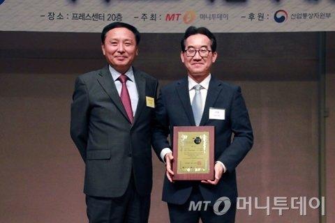 '2019 제4회 소비자가 뽑은 서비스고객만족대상 시상식'에서 티젠 김종태 대표가 수상했다/사진제공=중기창업팀