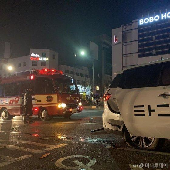 지난 1월 서울 홍대입구역에서 타다를 탔다 승객들이 3중 추돌 교통사고를 당했다. /사진=독자 제공
