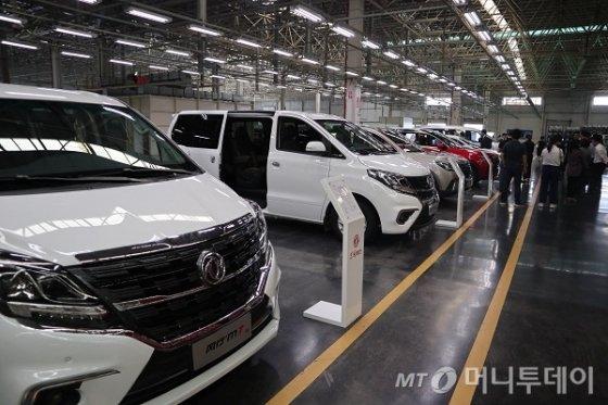 10일 중국 광시좡족자치구 류저우시에 위치한 둥펑류저우 자동차 생산 공장에서 생산 자동차 모델들이 전시돼있다./사진= 진상현 베이징 특파원
