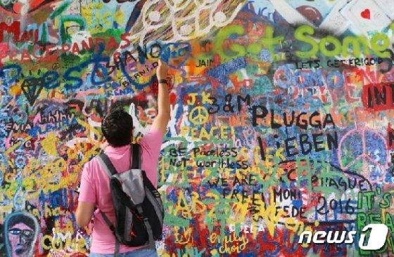 체코 프라하의 레넌의 벽 © AFP=뉴스1
