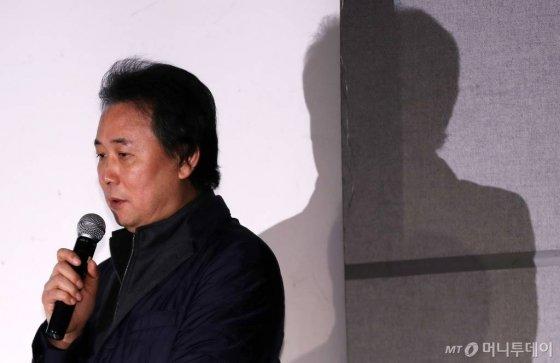 미디어라인 엔터 김창환 회장이 지난해 12월 서울 강남구 섬유센터 이벤트홀에서 열린 '더 이스트라이트 폭행 의혹 반박 기자회견'에 참석해 입장을 표명하고 있다. / 사진=김휘선 기자 hwijpg@