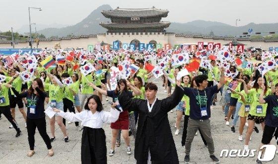 [사진] '대한독립 만세' 외치는 재외동포 대학생들