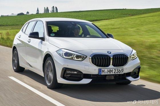 지난 12일(현지시간) 독일 뮌헨에서 본지 기자가 BMW 뉴 1시리즈를 시승하고 있다. /사진제공=BMW