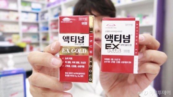 약사 유튜버 약쿠르트가 약국에서 판매되는 일본 제품들을 소개하고 있다. /사진=약사 유튜버 약쿠르트 방송 캡처