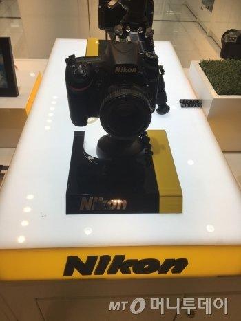 전범기업 미쓰비시 계열사, 니콘이 만든 카메라. 나도 한때 이 카메라를 썼었다./사진=남형도 기자